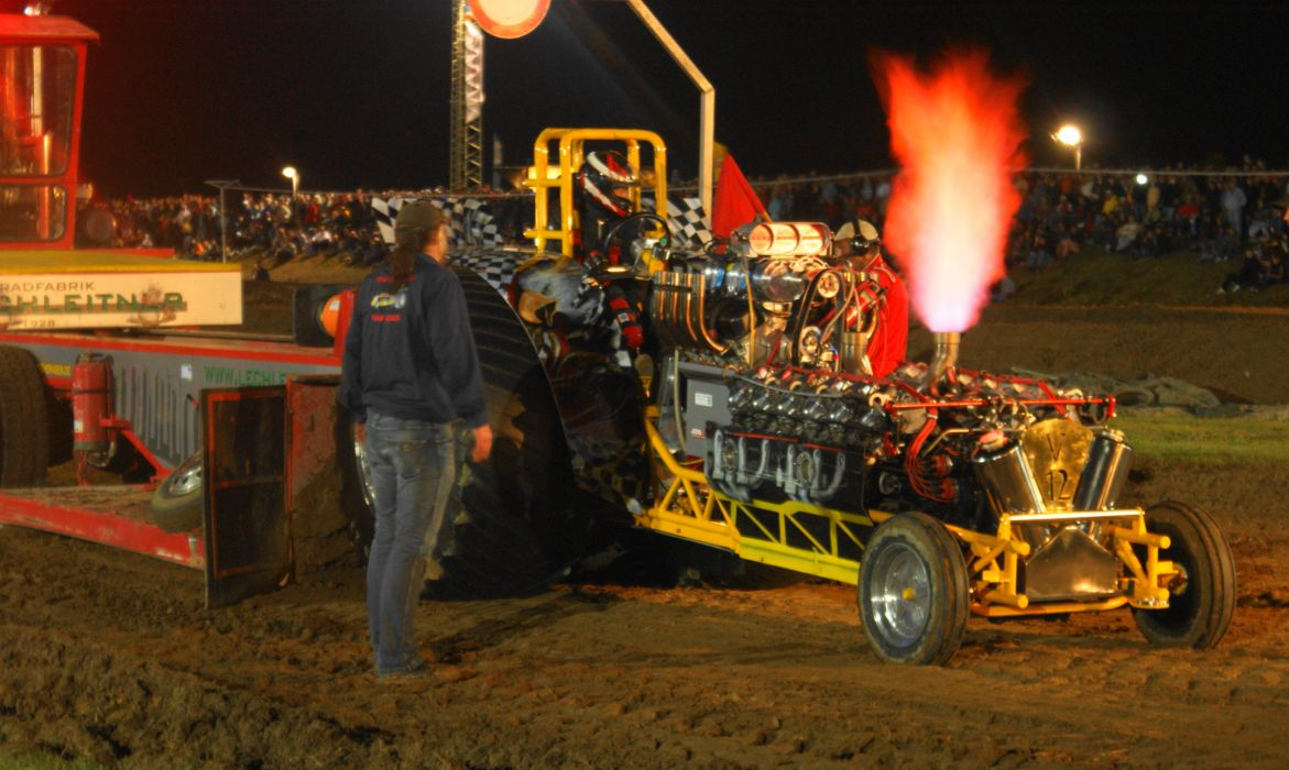 TRACTOR-PULLING race racing hot rod rods tractor engine fire      g wallpaper