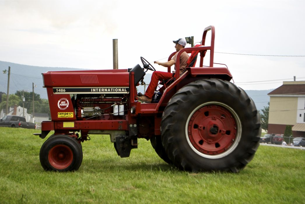 TRACTOR-PULLING race racing hot rod rods tractor international    g wallpaper