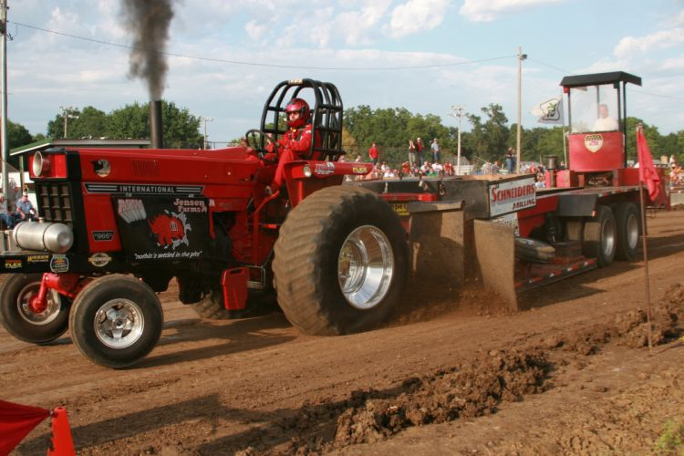 TRACTOR-PULLING race racing hot rod rods tractor international k_JPG wallpaper