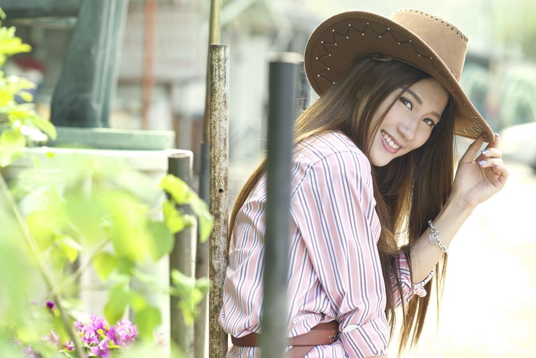 Maggie Chow Asian smile humor hat wallpaper