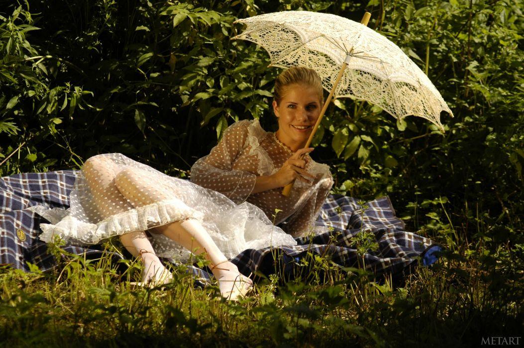 Iveta Vale Retro Grass Umbrella Girls wallpaper