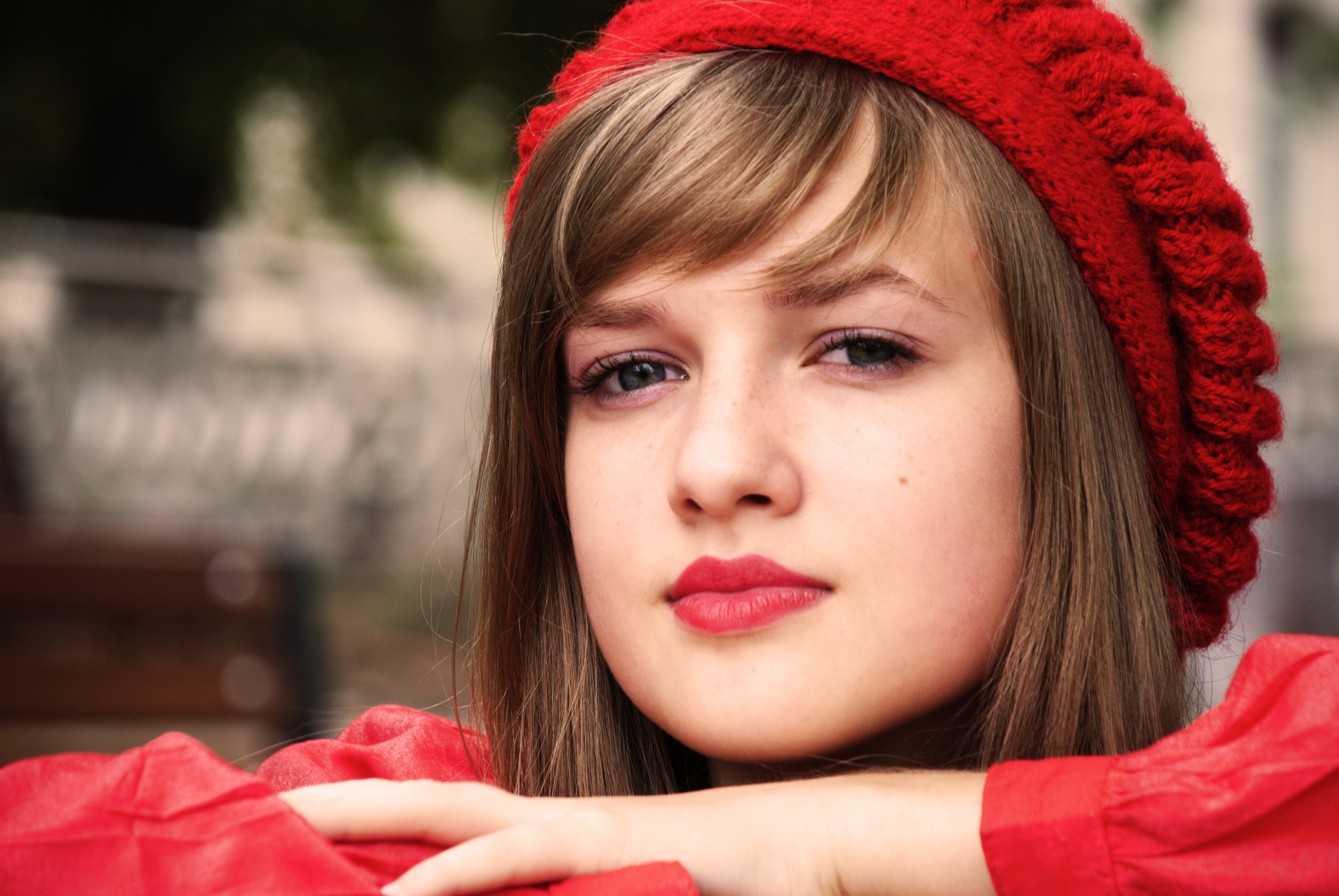 Kaylee Defer Face Glance Red Lips Brown Haired Winter Hat