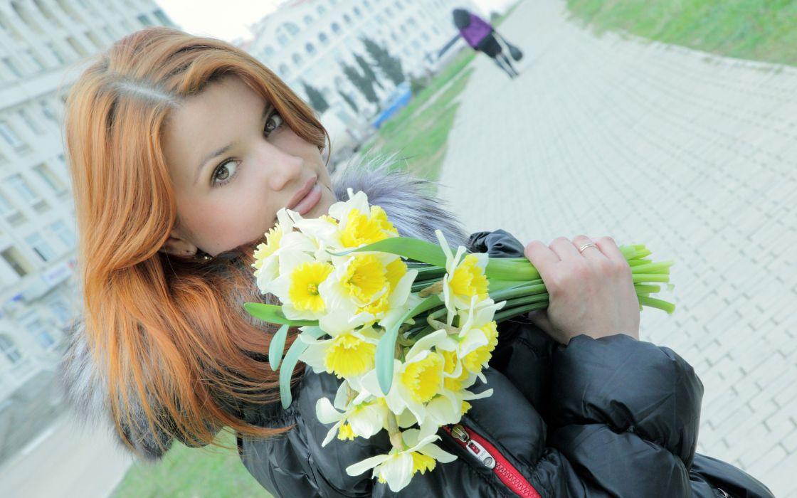 Daffodils Bouquets Redhead girl Street Girls mood wallpaper