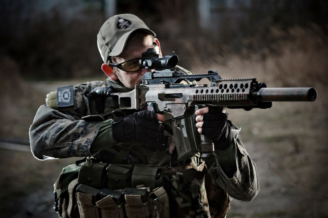 soldiers uniforms camouflage guns and Load blurring weapon military      g wallpaper