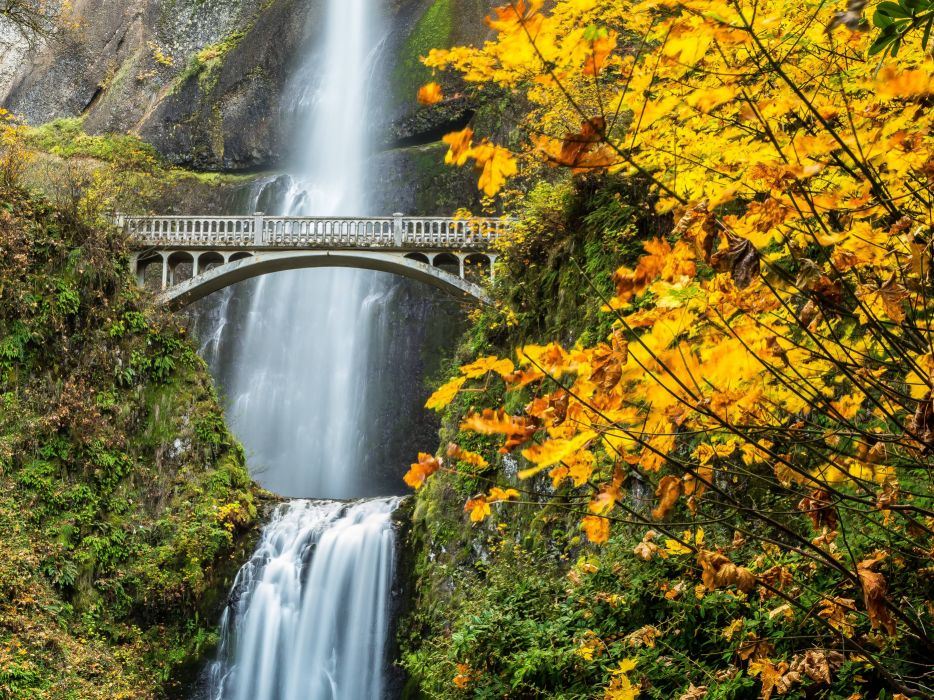 Multnomah Falls Columbia River Gorge Oregon waterfall autumn wallpaper