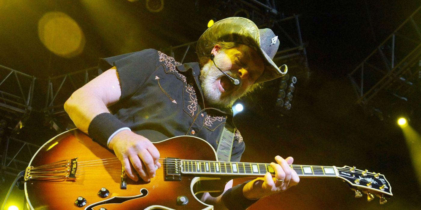 TED NUGENT hard rock classic concert guitar  w wallpaper