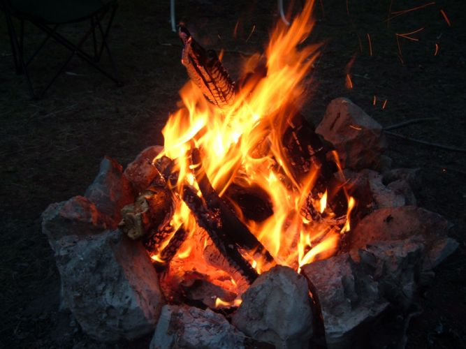 camp fire glow wood camping light f wallpaper
