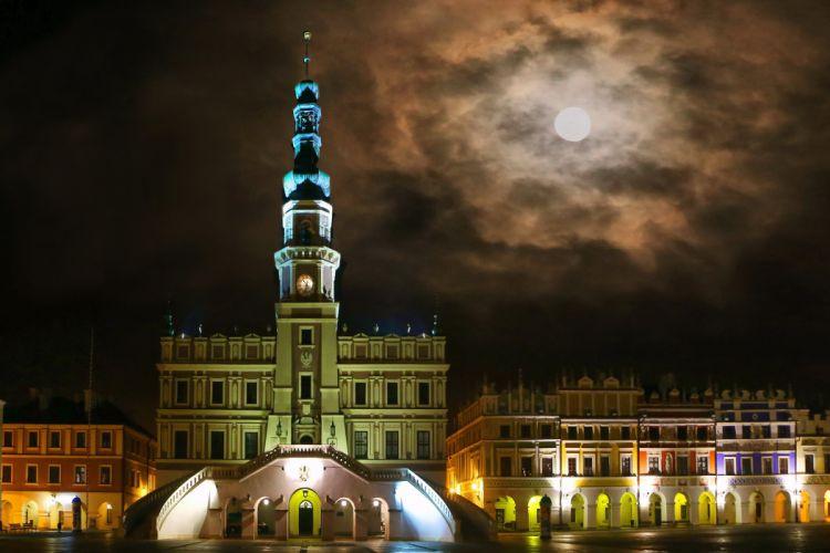 Poland Zamosc Night Moon Cities wallpaper