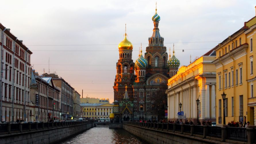 St_ Petersburg Russia quay boat river houses buildings the Cathedral of the Savior on Spilled Blood wallpaper