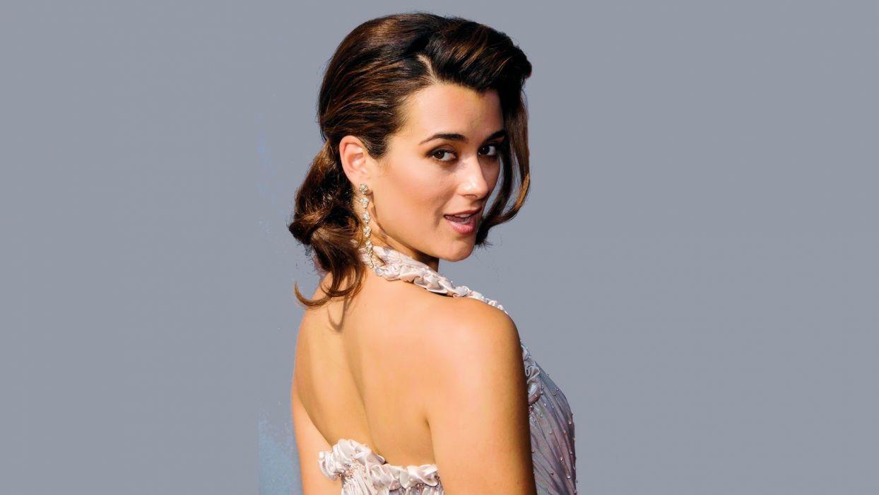 brunettes women celebrity Cote De Pablo grey background tv personality wallpaper