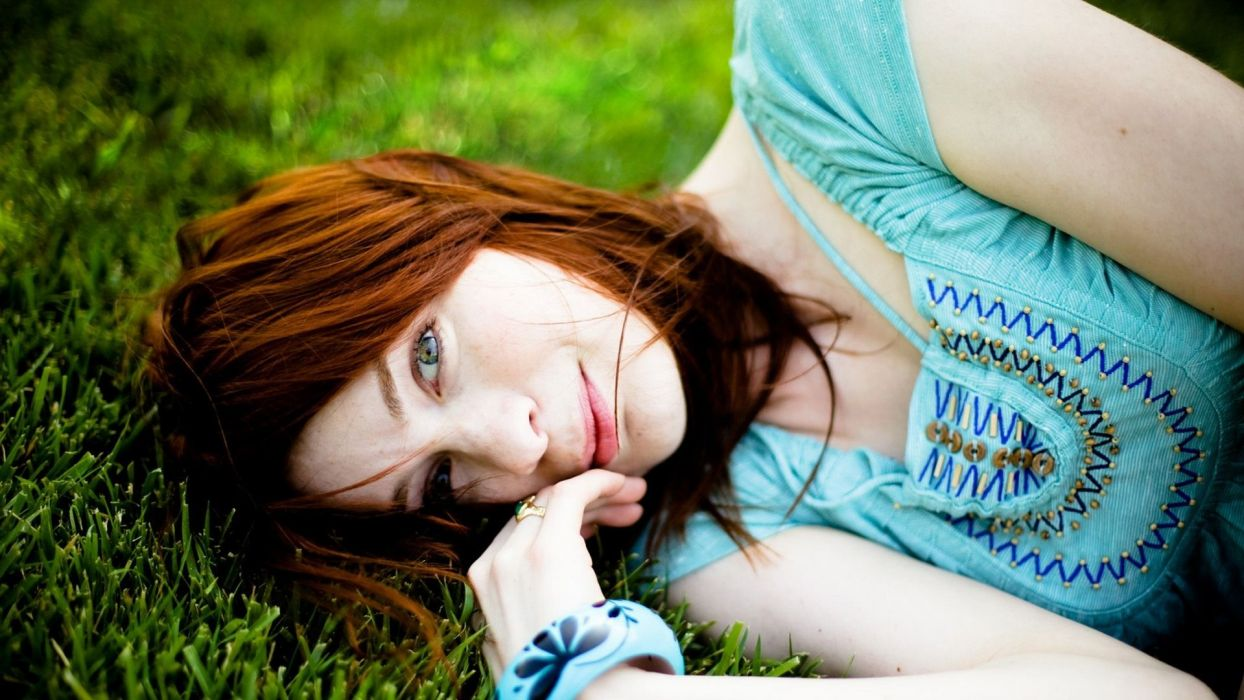women redheads grass Felicia Day shirts wallpaper