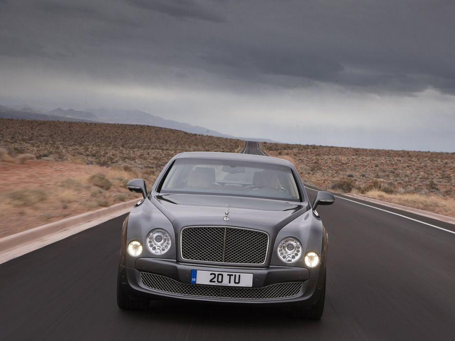 front driving Bentley Mulsanne wallpaper