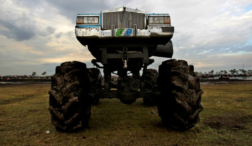 MUD-BOGGING 4x4 offroad race racing monster-truck race racing cadillac g wallpaper
