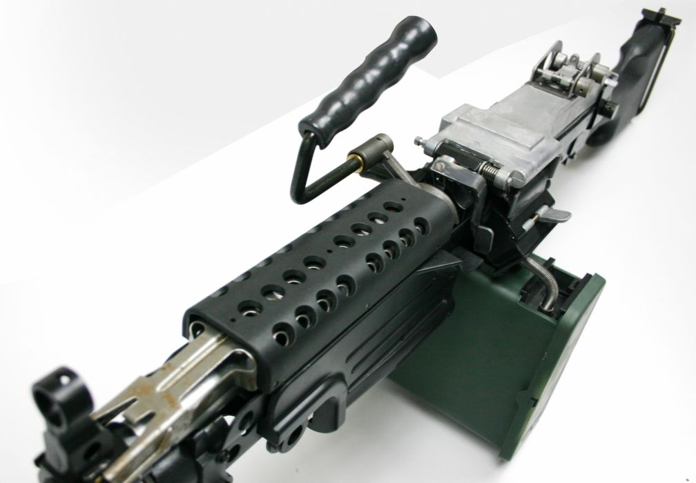 M249 SAW machine weapon gun military   e_JPG wallpaper