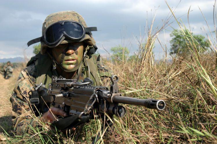 M249 SAW machine weapon gun military soldier ur wallpaper