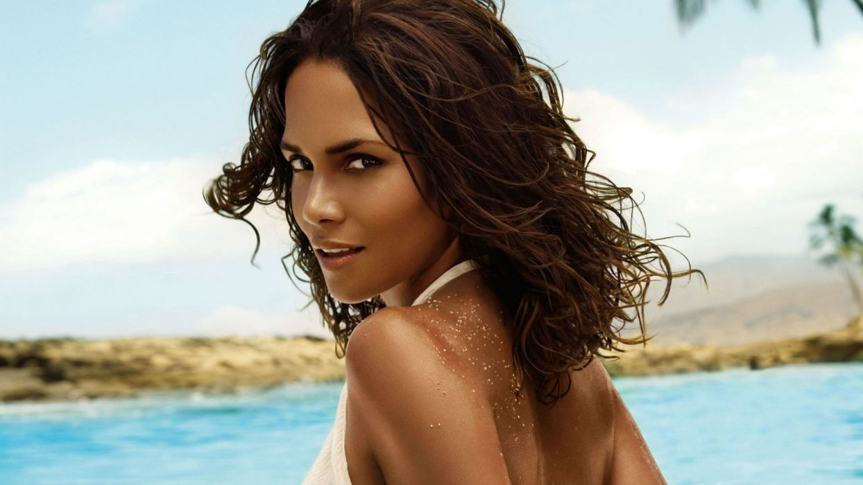brunettes women black people celebrity brown eyes Halle Berry wallpaper