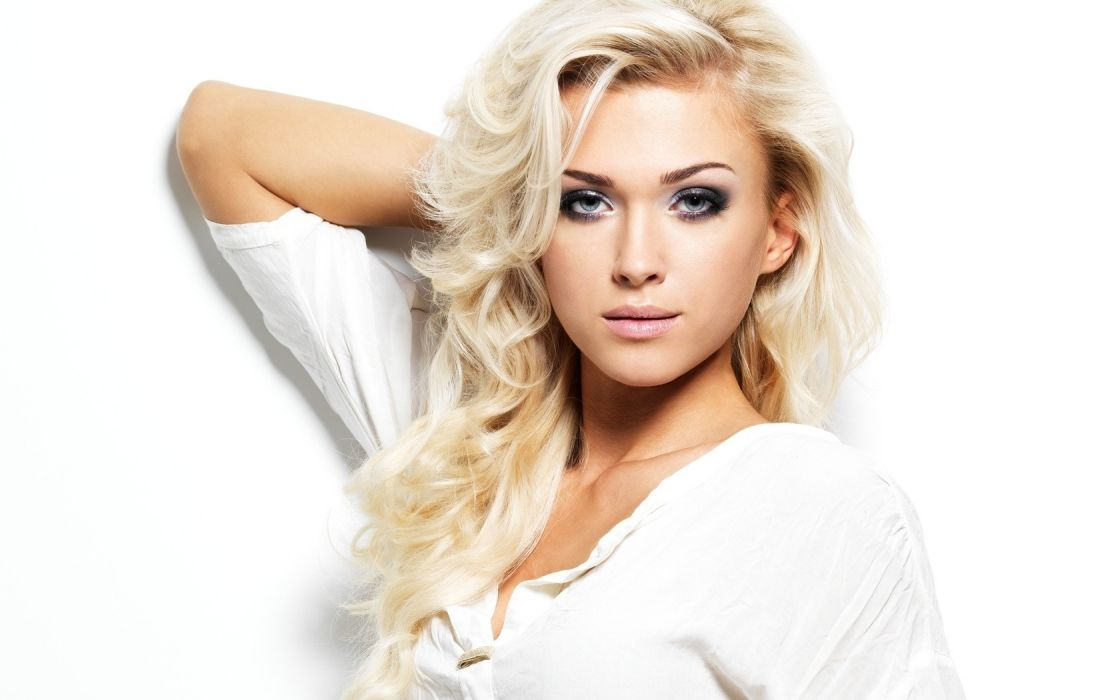 blondes women faces white background wallpaper