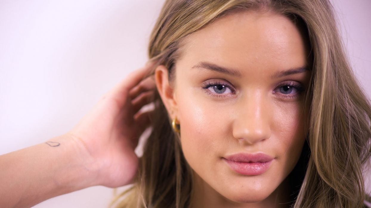 women models Rosie Huntington-Whiteley faces wallpaper