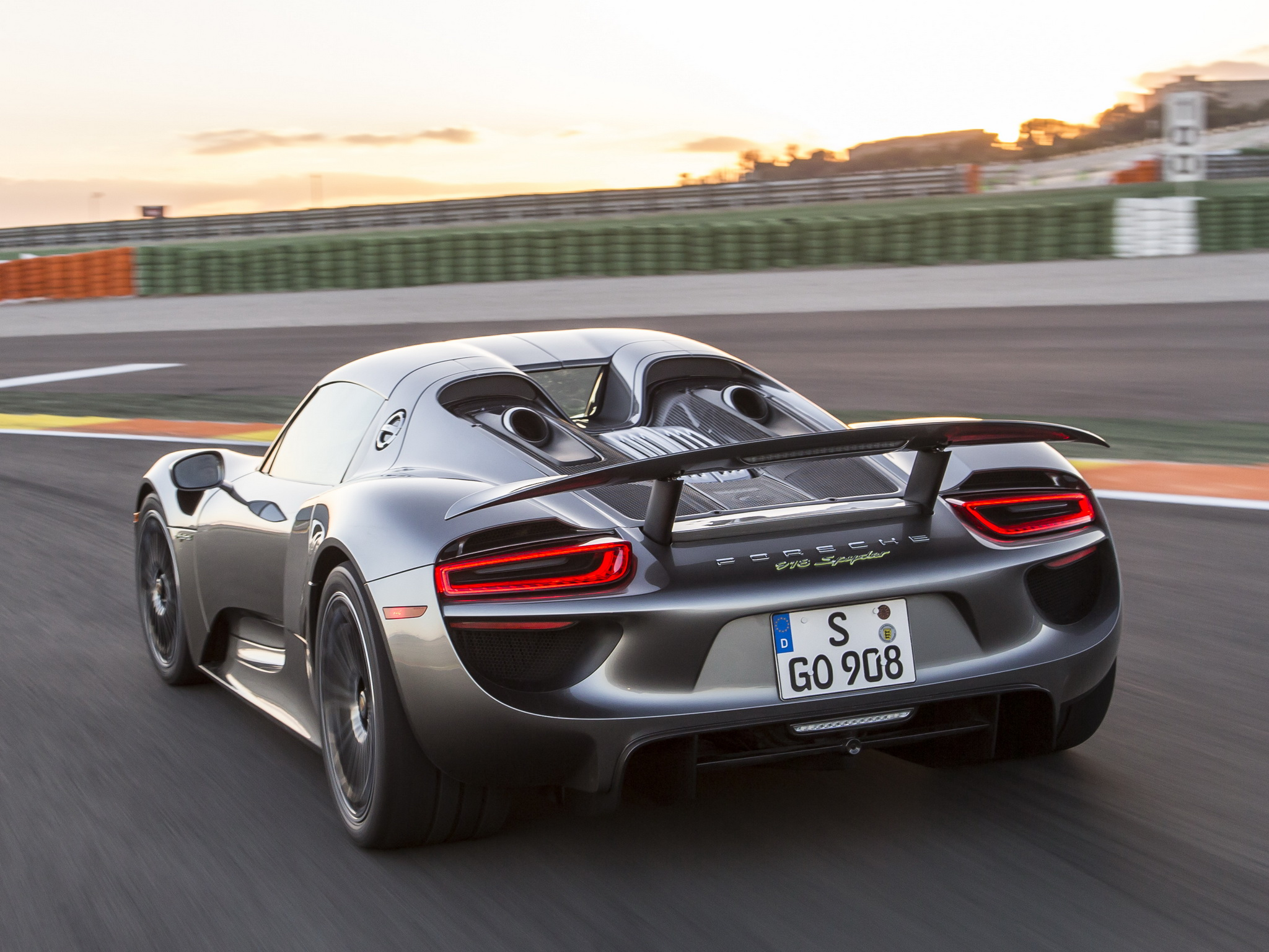 2014 porsche 918 spyder supercar f wallpaper 2048x1536 194041 wallpaperup. Black Bedroom Furniture Sets. Home Design Ideas