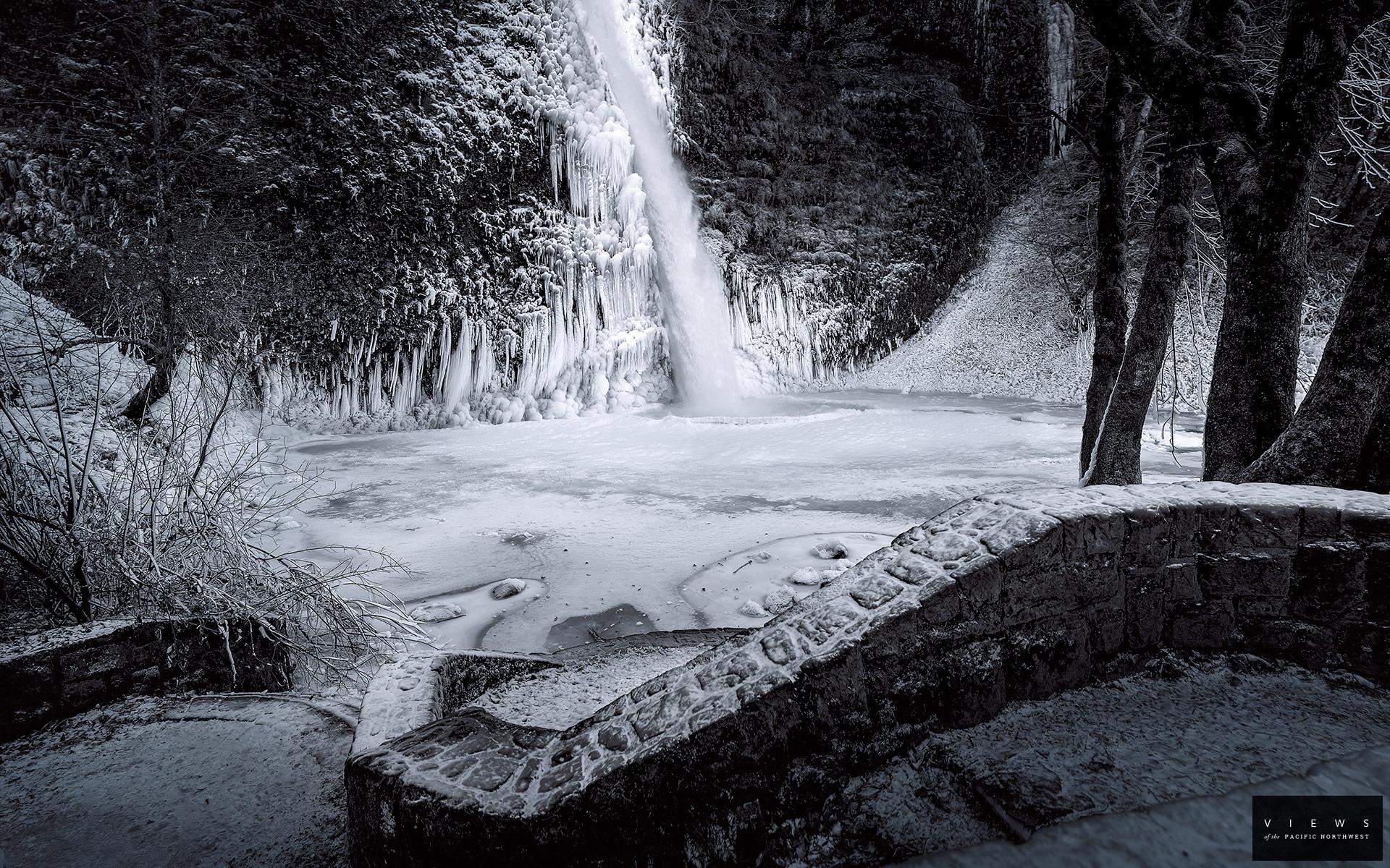 Waterfall BW Winter Sn...