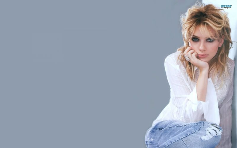 blondes women Scarlett Johansson simple background lip gloss wallpaper