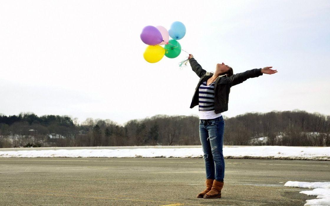 women outdoors balloons wallpaper