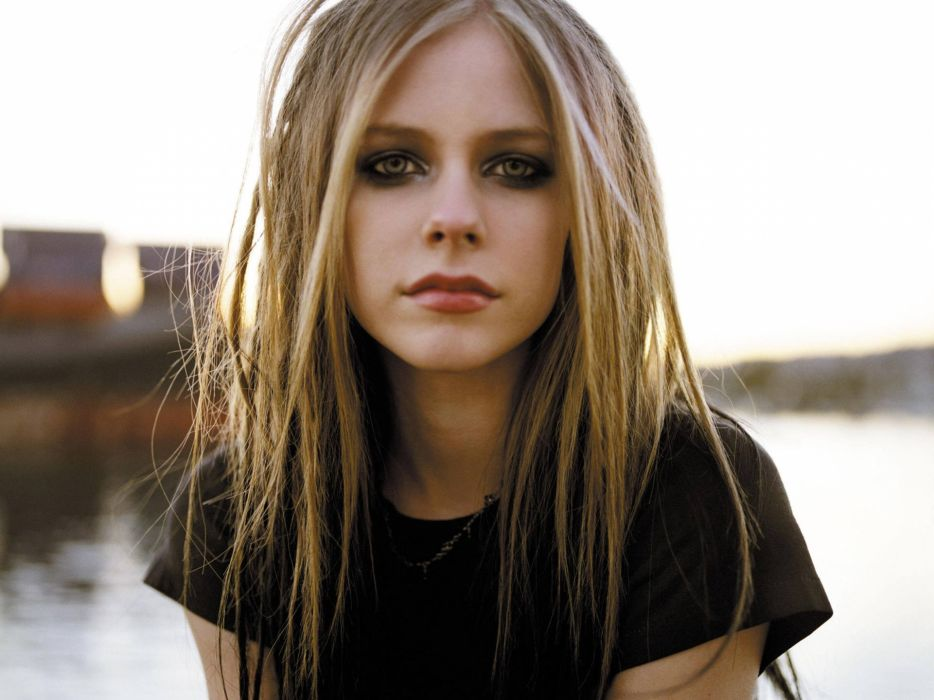 blondes Avril Lavigne singers faces wallpaper