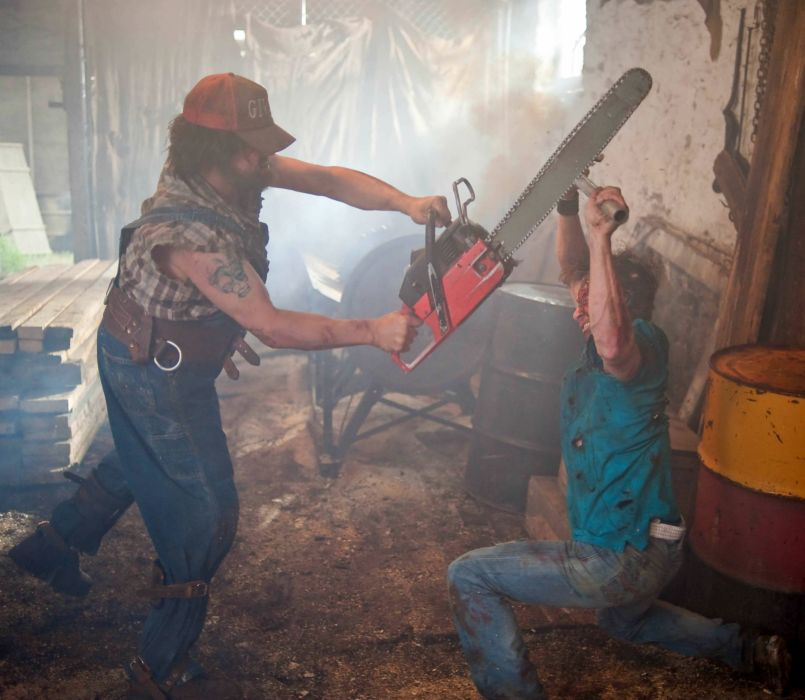 TUCKER-AND-DALE-VERSUS-EVIL comedy horror tucker dale evil battle      gd wallpaper
