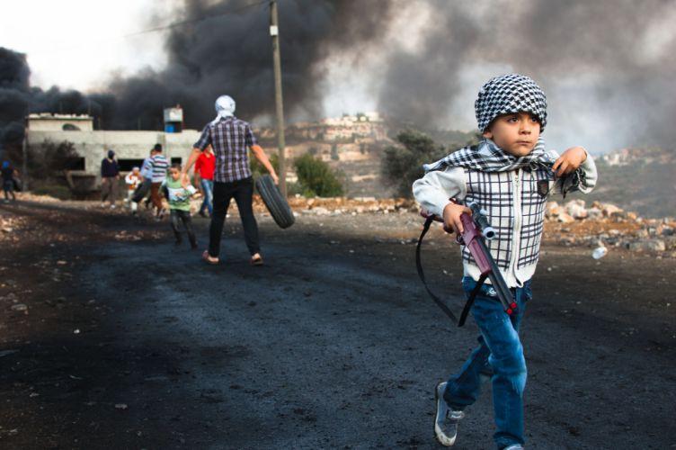 war battle anarchy child children mood weapon gun dark sad smoke wallpaper
