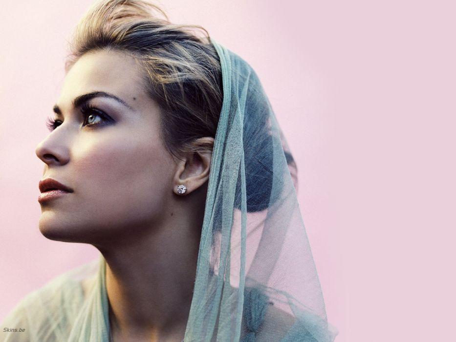 women models Carmen Electra wallpaper