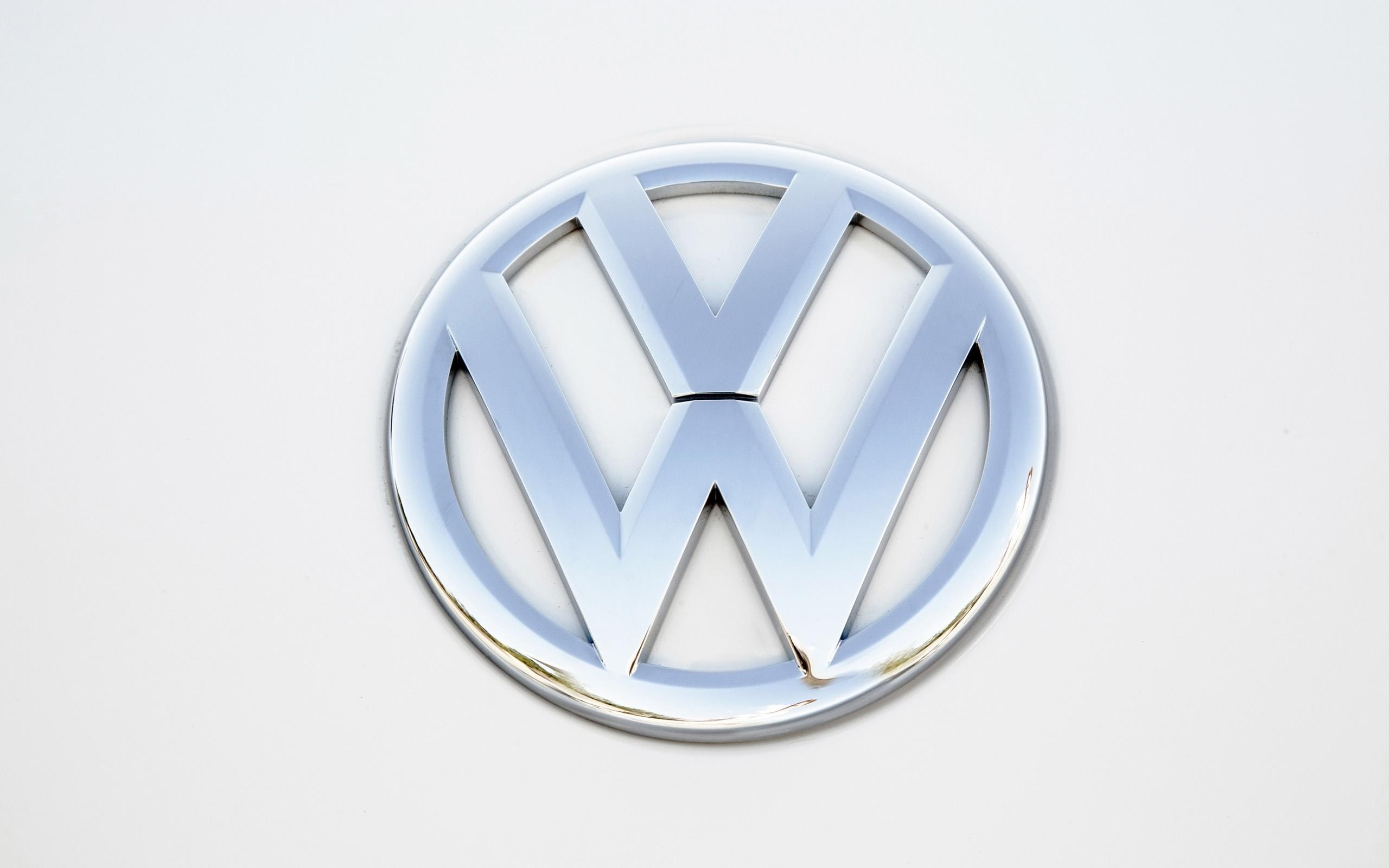 2014 Volkswagen Beetle Convertible Logo Poster Wallpaper