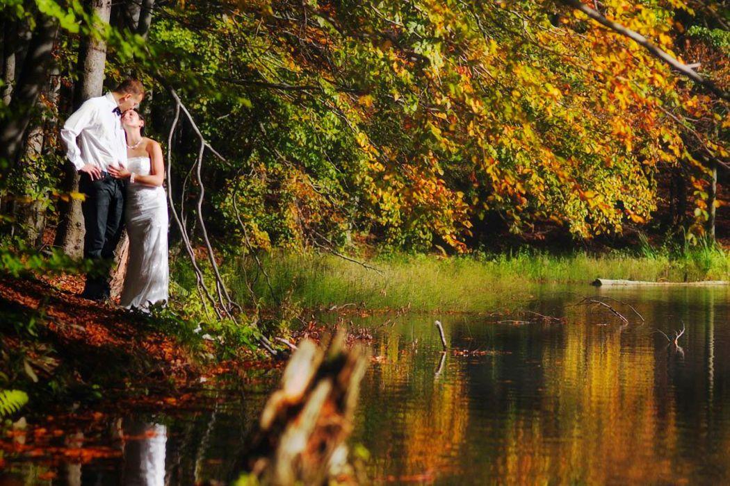 autumn nature pond couple in love mood bride wallpaper