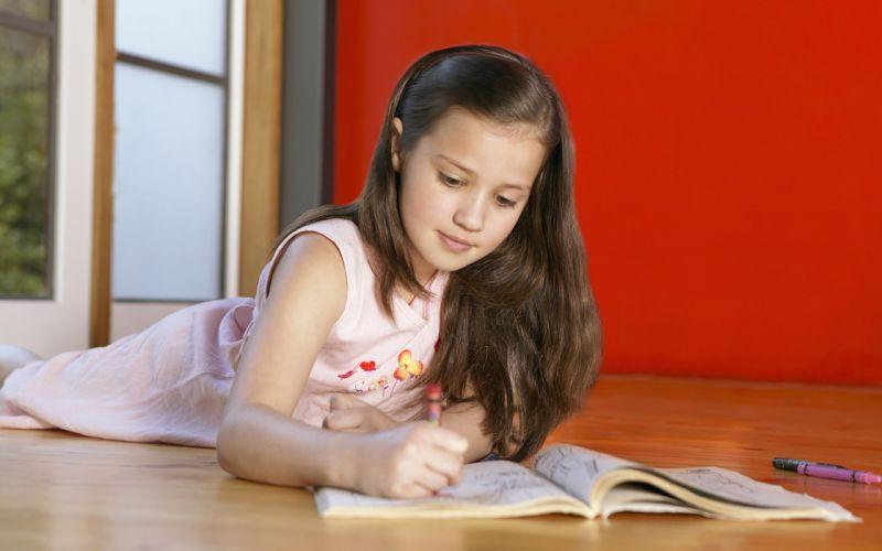 girl child draws wallpaper