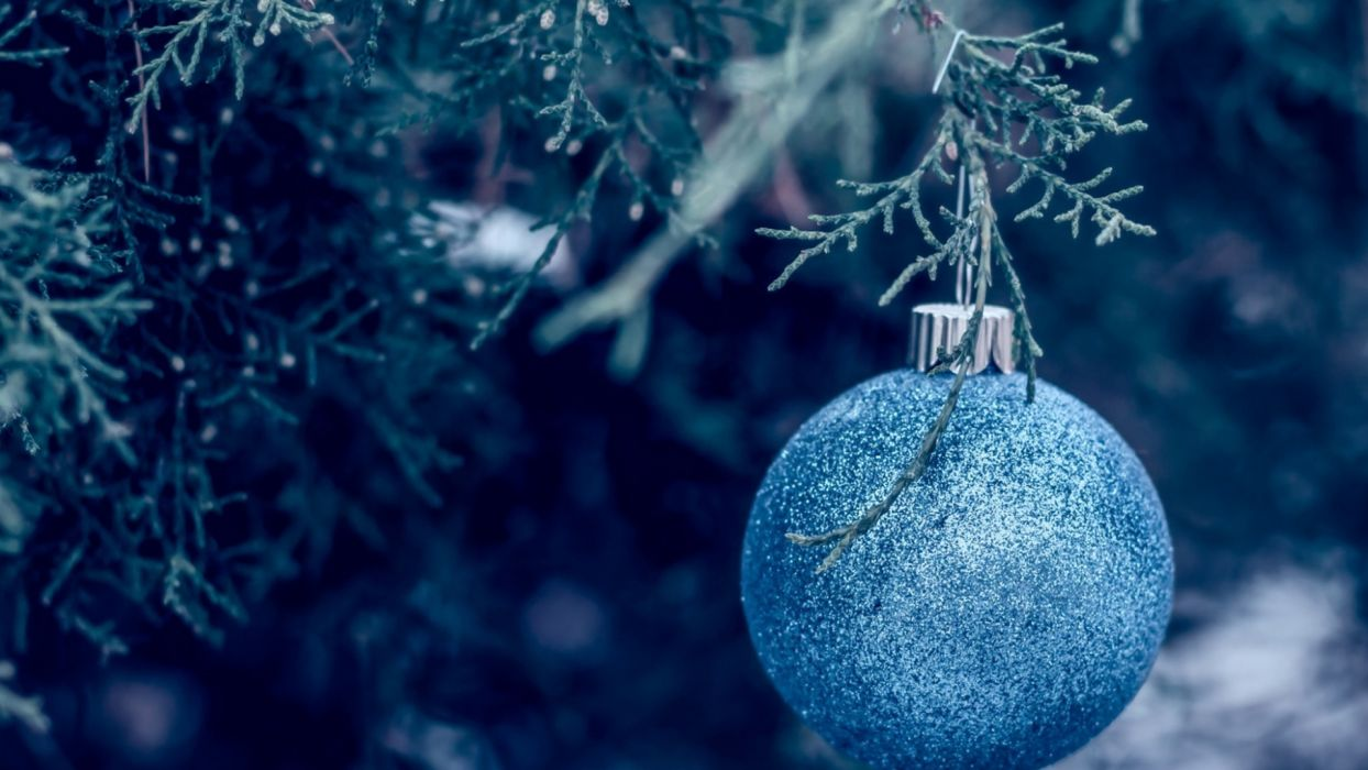 new year wallpapers ball tree decorations wallpaper