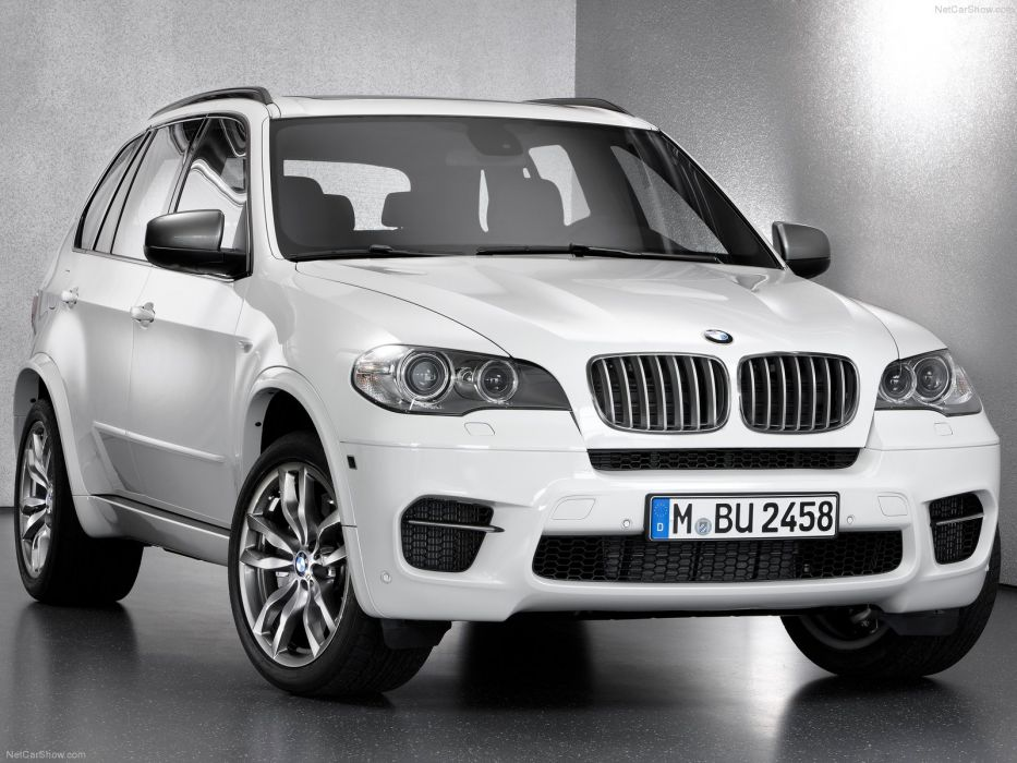 BMW X5 M50d 2013 wallpaper