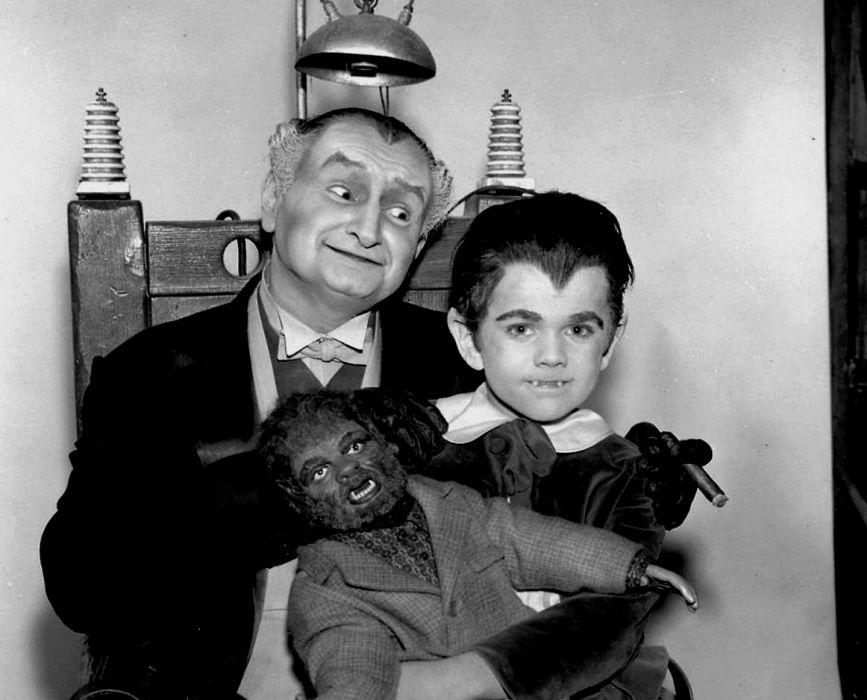 THE-MUNSTERS comedy dark frankenstein munsters halloween television (30) wallpaper