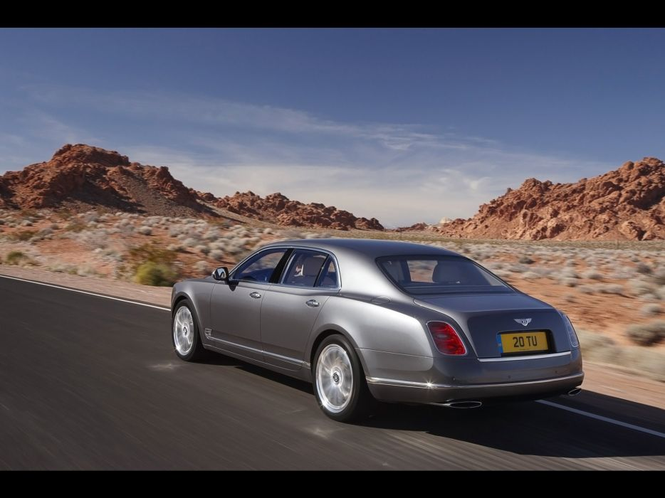 driving Bentley Mulsanne wallpaper