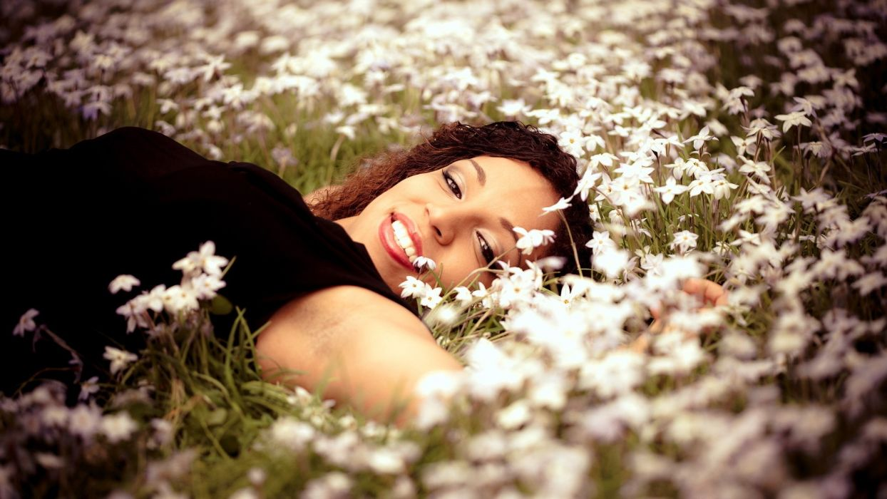 brunettes women flowers models faces wallpaper