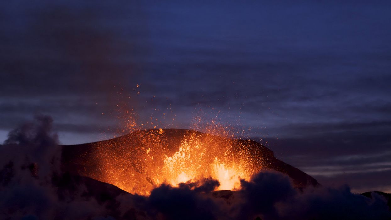 volcanoes lava eruption wallpaper