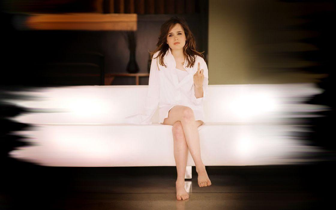 Ellen Page celebrity barefoot wallpaper