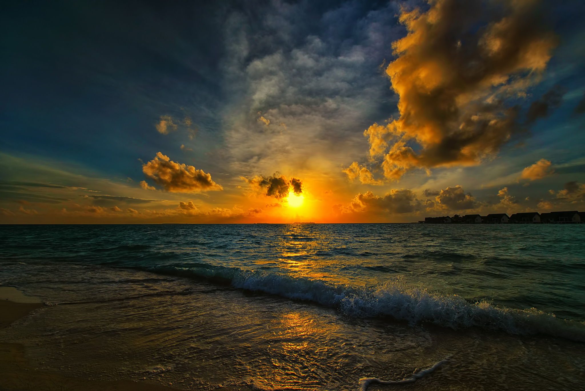 Sun Beach And Sea Wallpaper: Beach Waves Morning Bay Sea Sun Wallpaper