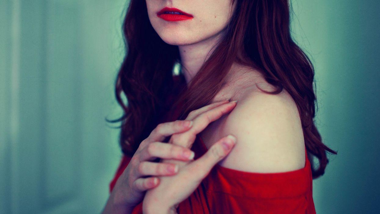 women shoulders wallpaper
