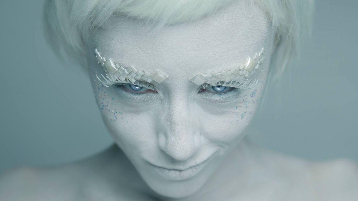 women white hair faces smirk I Must Be Dead make up photograph I Must Be Dead Photography Trustworthy wallpaper