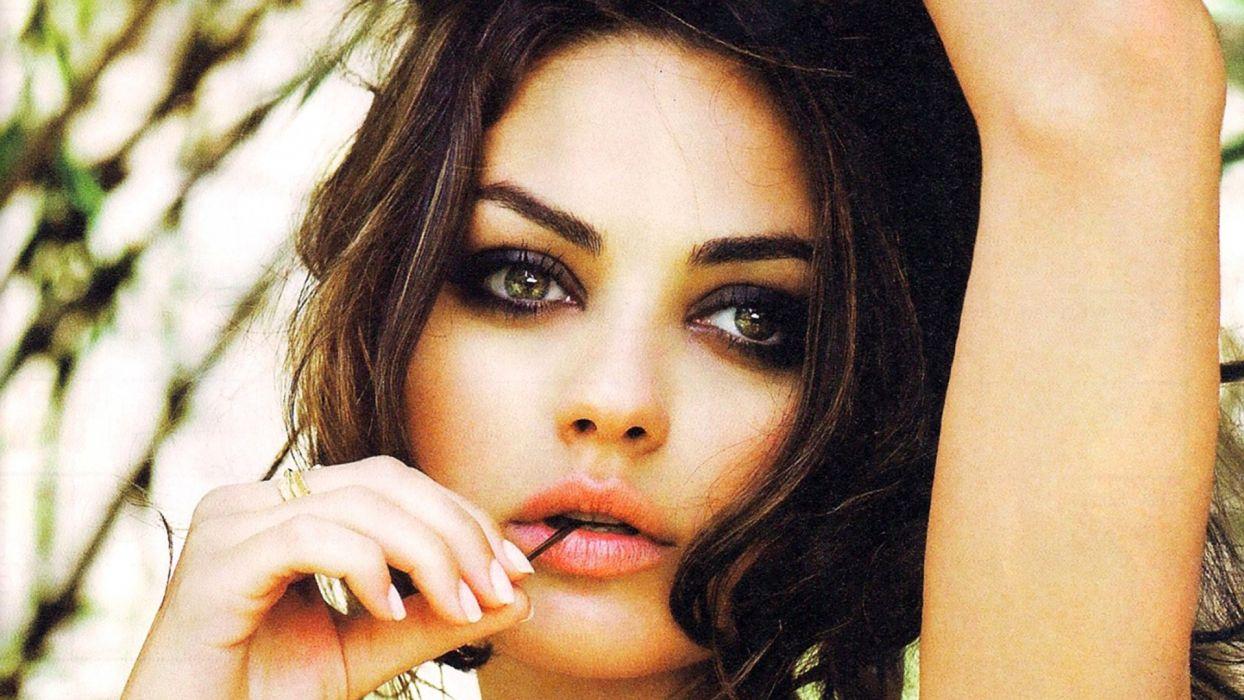 Mila Kunis Beautiful Eyes wallpaper