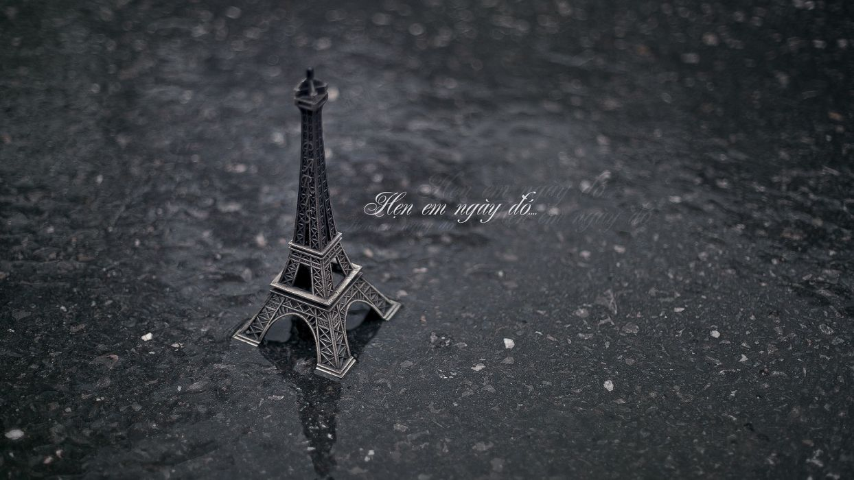 Eiffel Tower miniature Vietnamese wallpaper