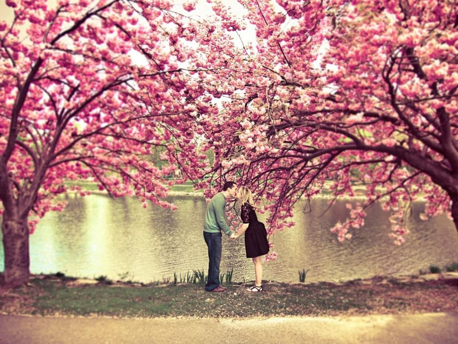 love kissing couple love quotes wallpaper