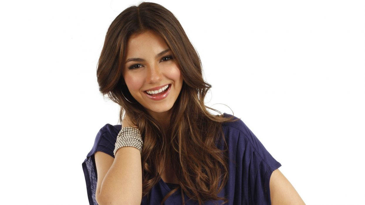 brunettes women actress Victoria Justice celebrity singers simple background wallpaper