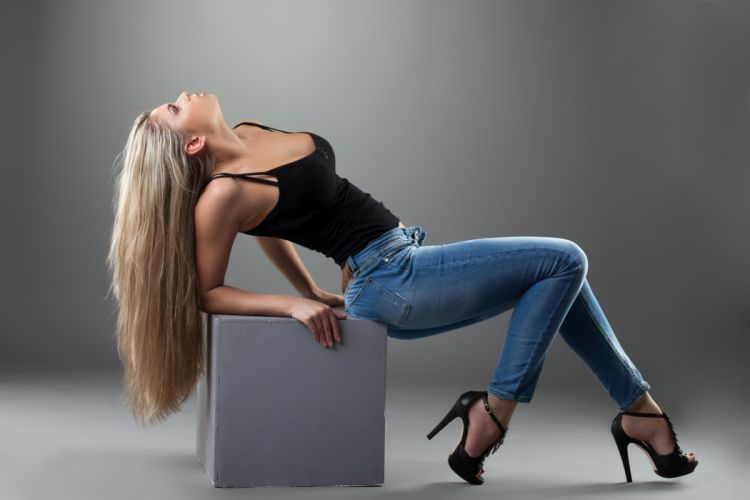 girl pose blond profile hair jeans heels shoes T-shirt wallpaper