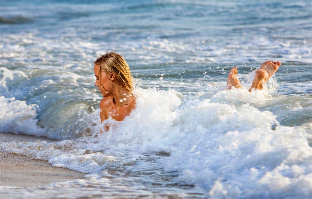 spray wave sea wallpaper