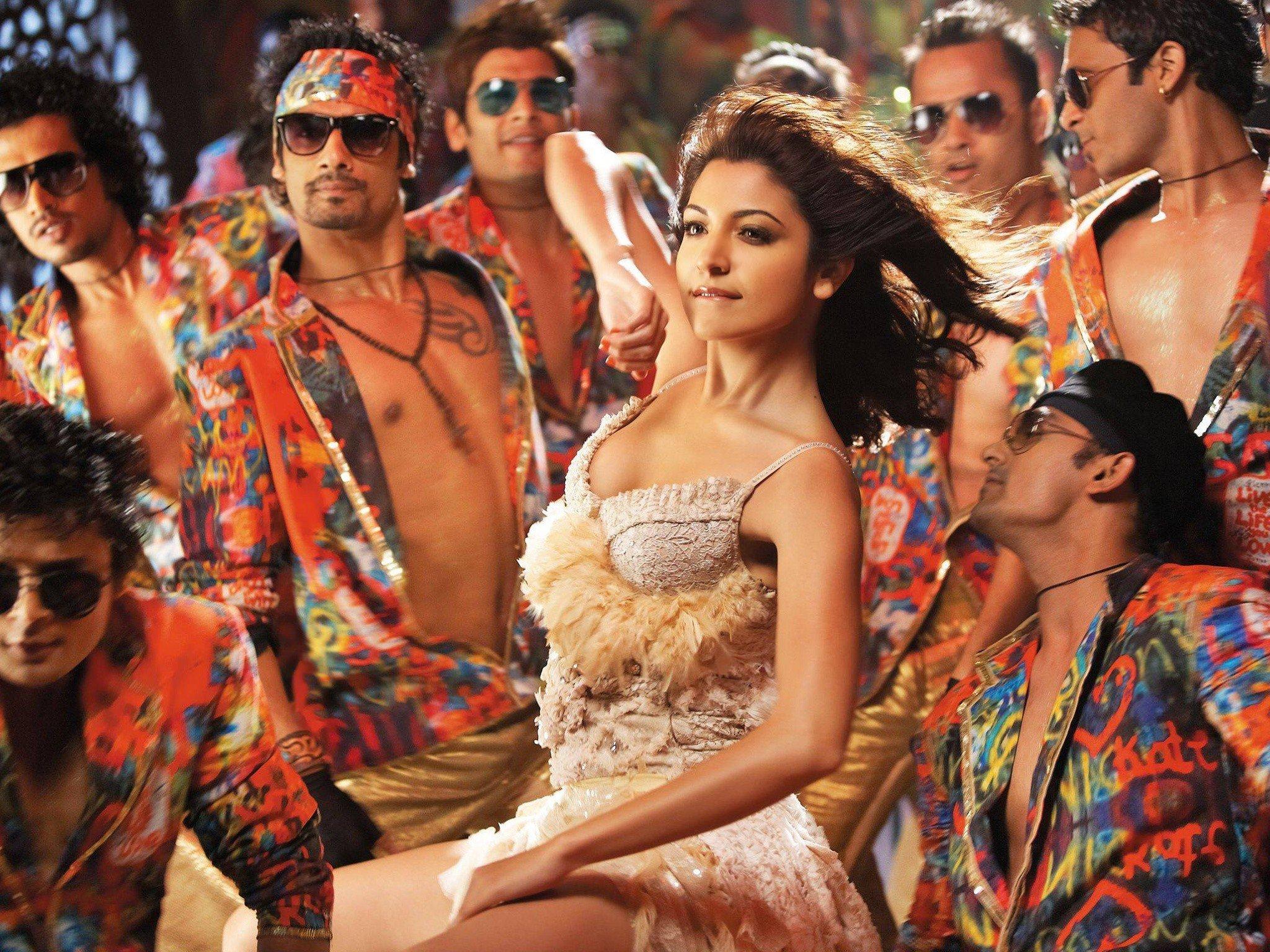 Actress Dancing Bollywood Anushka Sharma Movie Stills